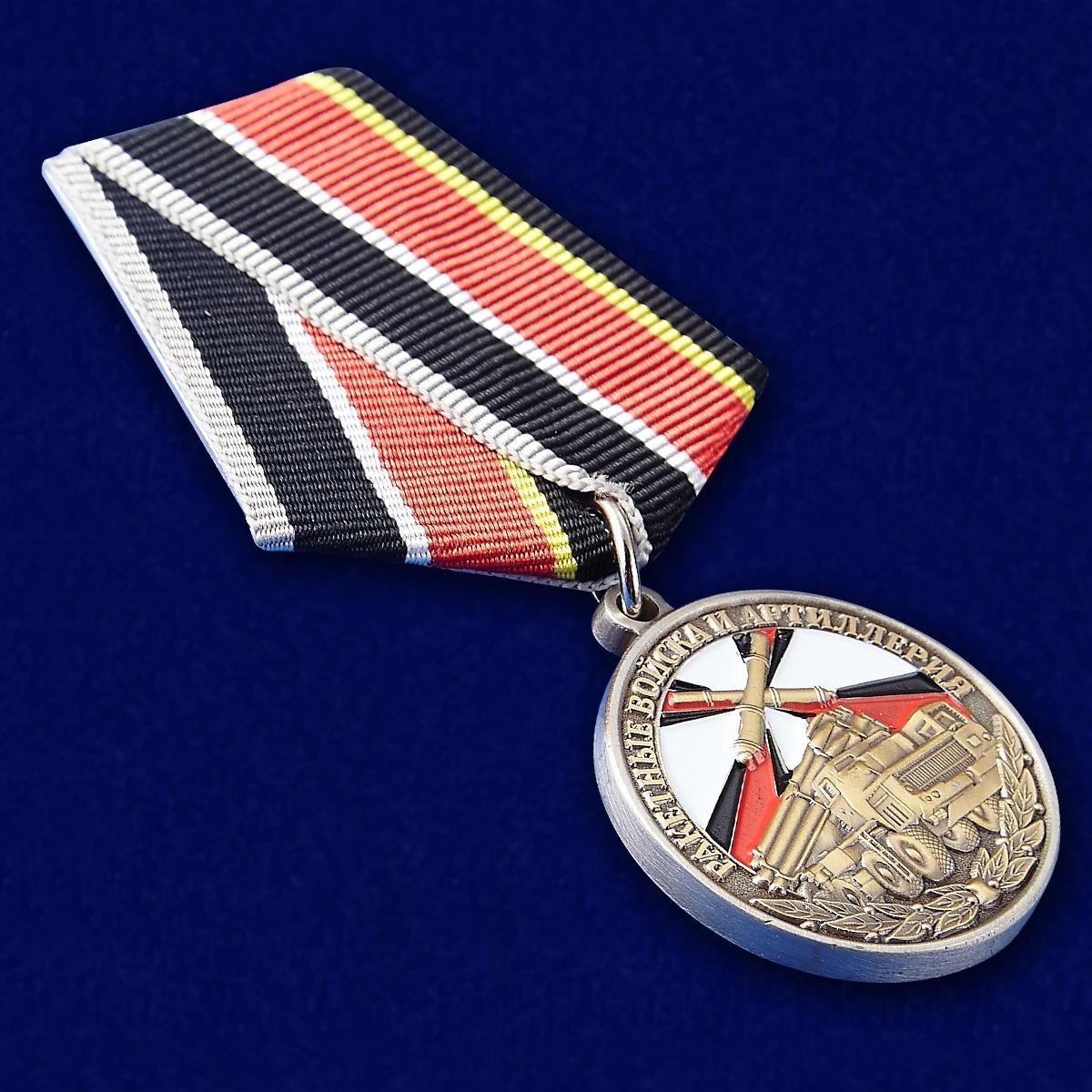 """Медаль """"Ветеран РВиА"""" - вид под углом"""