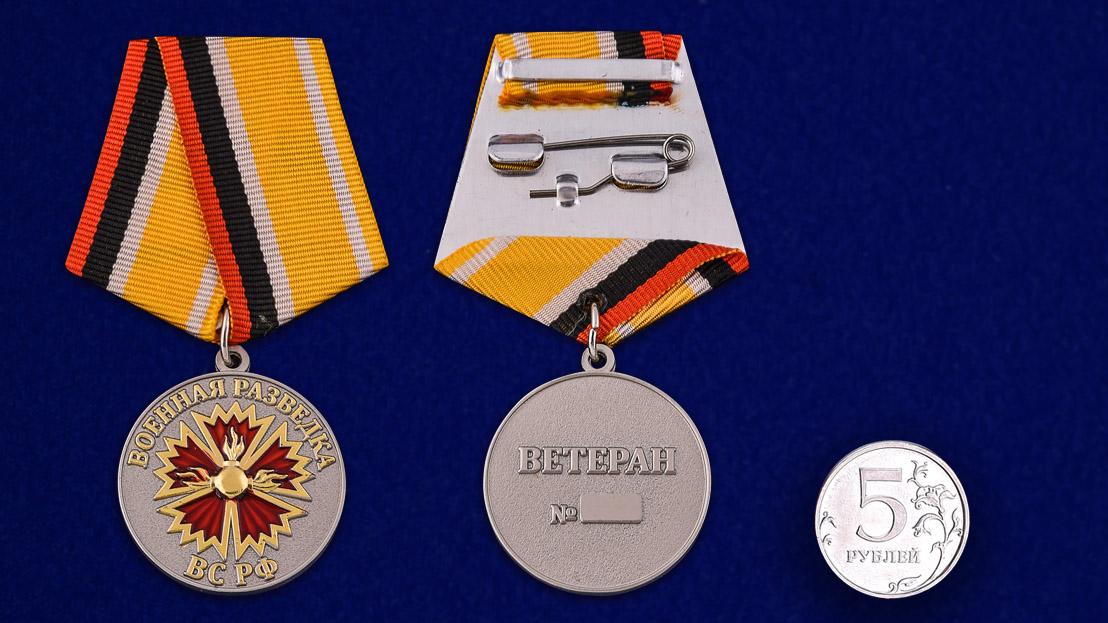 """Медаль """"Ветеран Военной разведки"""" - сравнительный размер"""