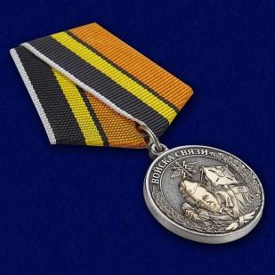 """Медаль """"Ветеран Войск связи"""" - вид под углом"""