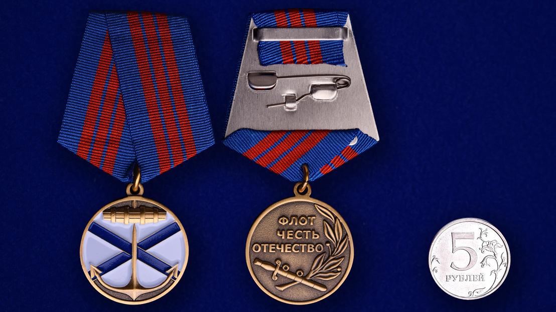 """Награда ВМФ России """"Андреевский флаг""""-сравнительный размер"""