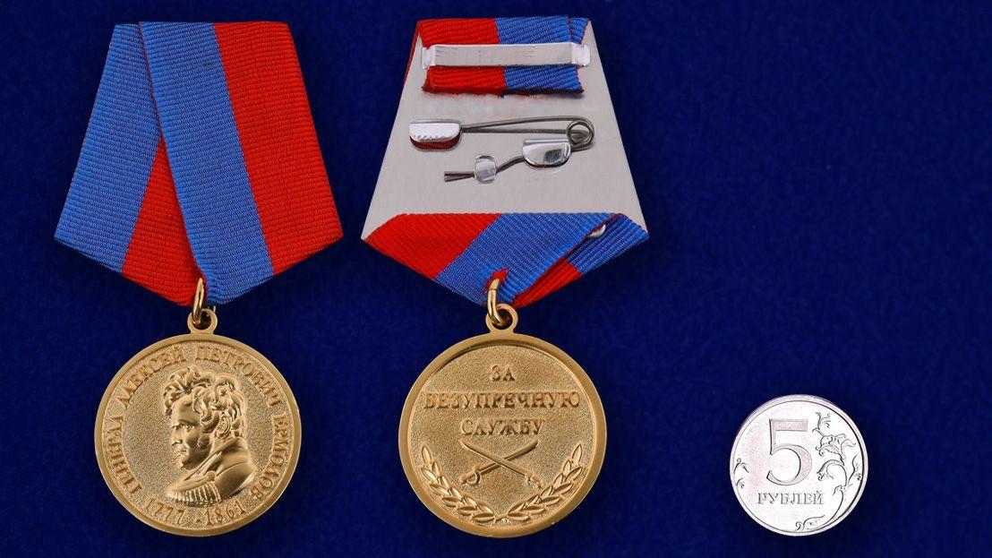 """Медаль """"За безупречную службу. Генерал Ермолов"""" - сравнительный размер"""