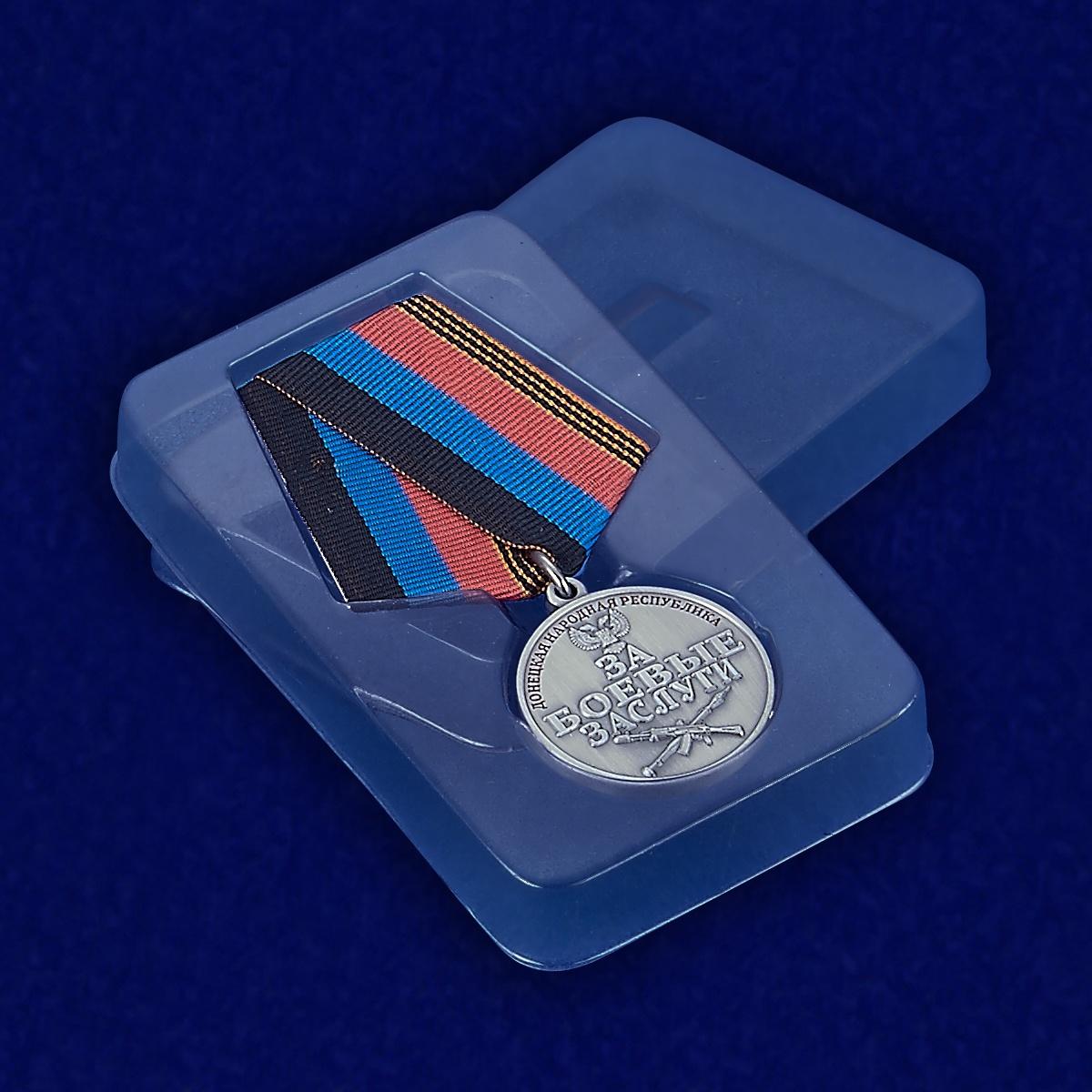 "Медаль ""За боевые заслуги"" (ДНР) - вид в футляре"