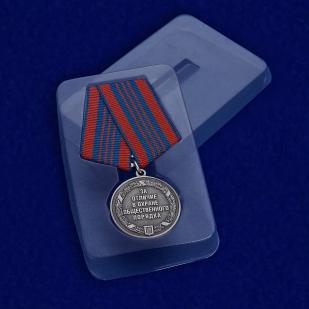 """Медаль """"За отличие в охране общественного порядка"""" в футляре"""