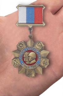 """Медаль """"За отличие в воинской службе РФ"""" - вид на ладони"""