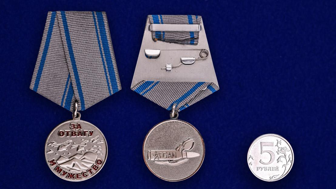 Медаль «За отвагу и мужество. Афганистан» - сравнительный размер