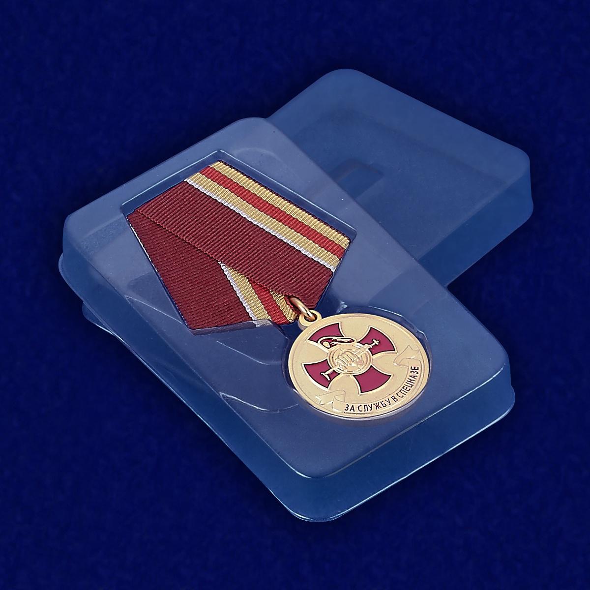 Медаль За службу в спецназе - вид в футляре