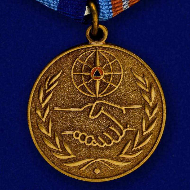 Медаль «За содружество во имя спасения» МЧС России-лицевая сторона