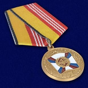Медаль «За воинскую доблесть» 3 степень - вид под углом