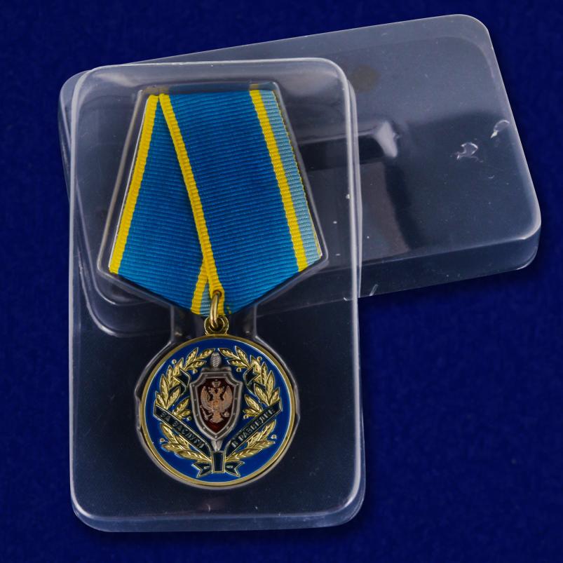 """Медаль """"За заслуги в разведке"""" ФСБ в пластиковом футляре"""