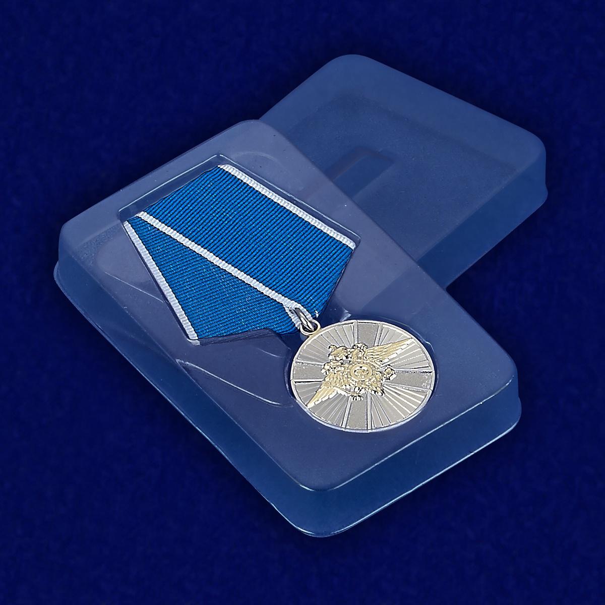 Медаль За заслуги в службе в особых условиях МВД РФ - вид в футляре