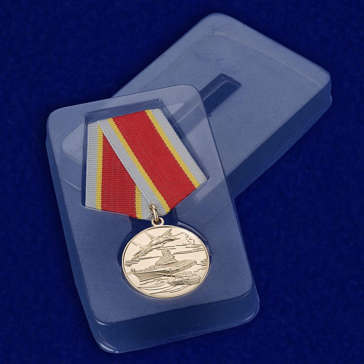 Медаль России «Защитнику Отечества» в прозрачном футляре