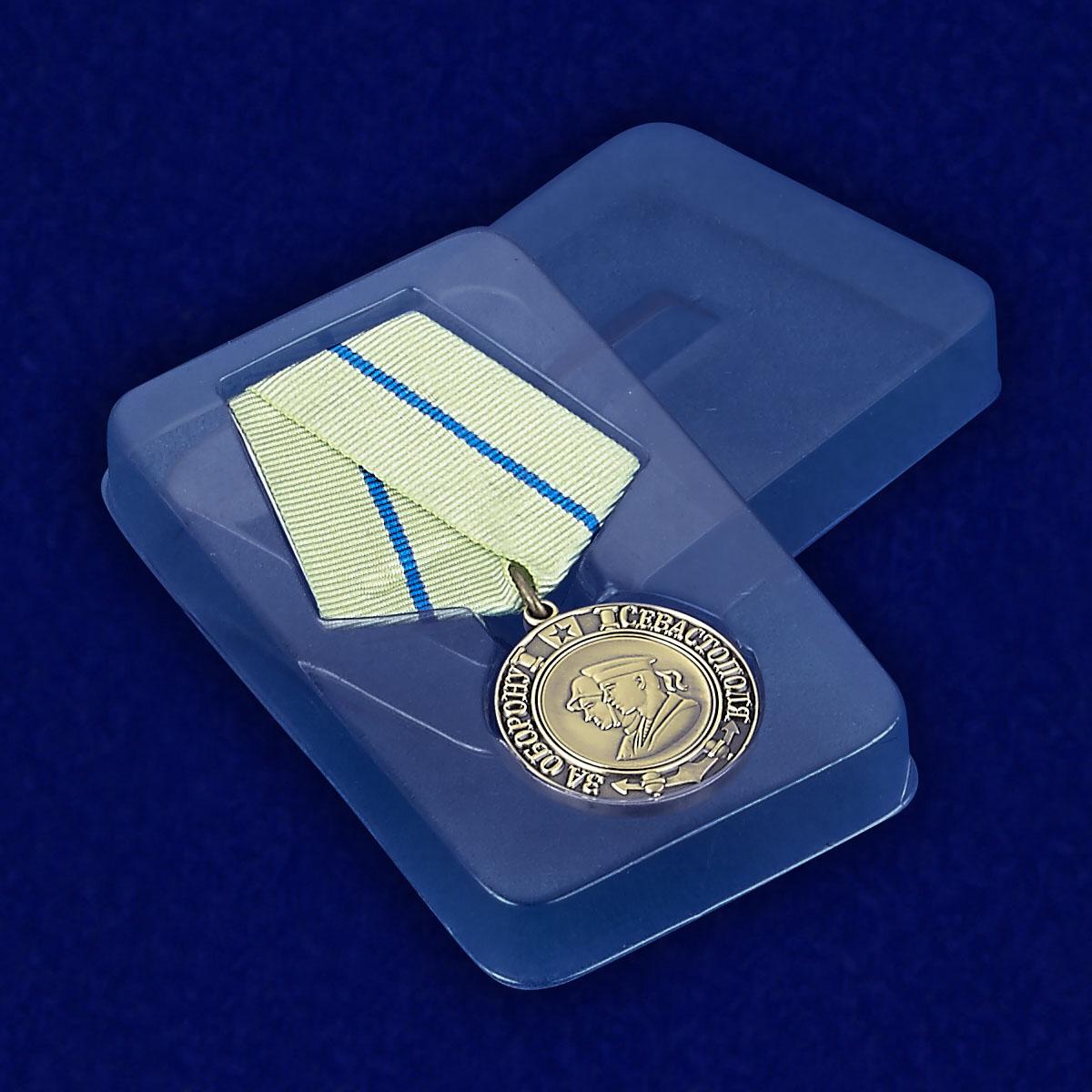 """Медаль """"За оборону Севастополя"""" (муляж) - вид в футляре"""