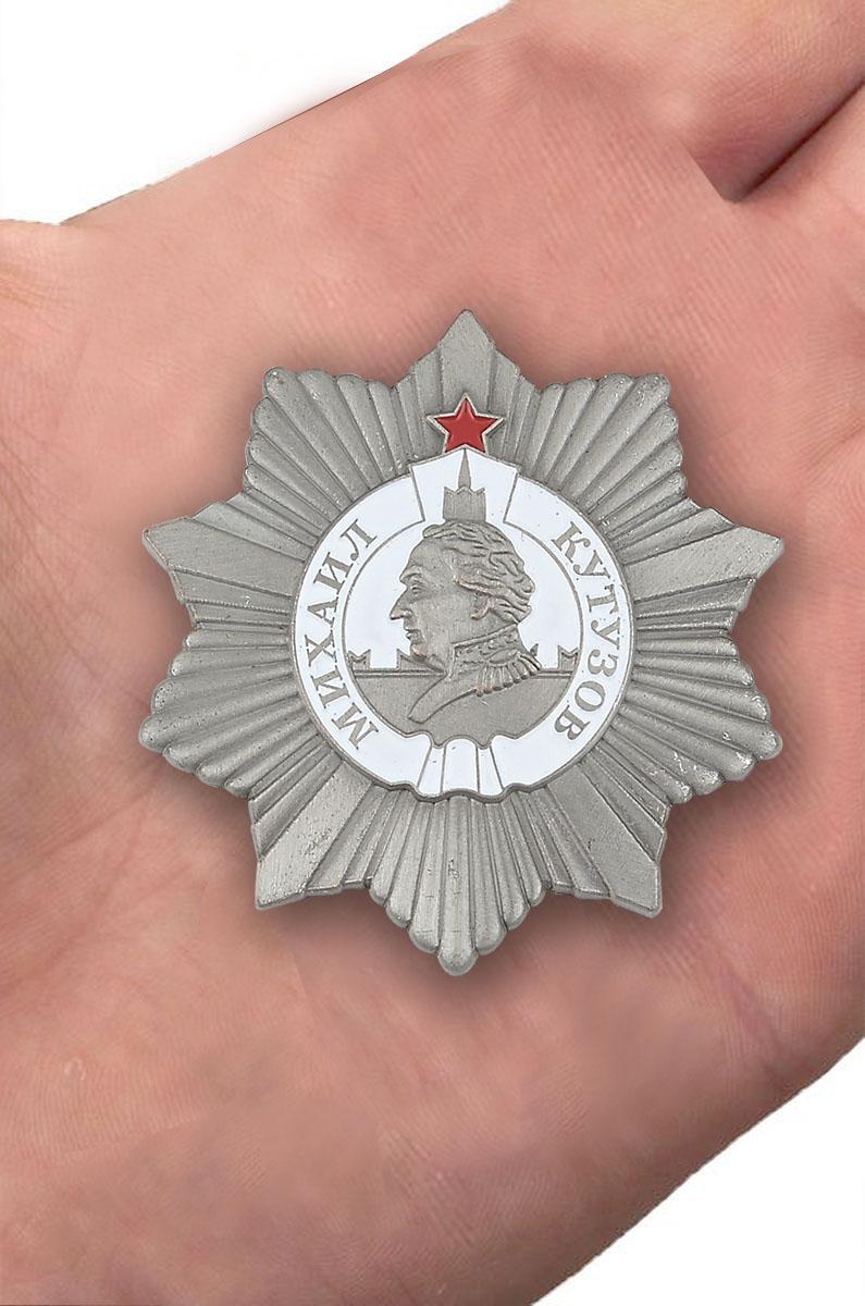 Орден Кутузова 2 степени (муляж) - вид на ладони