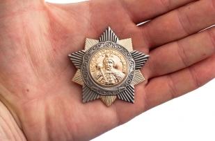 Муляж ордена Богдана Хмельницкого 1 степени (СССР) - сравнение на ладони