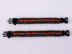 Мужской плетёный браслет с оранжевой линией