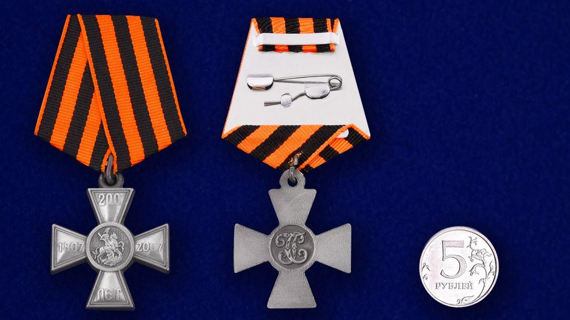 """Нагрудный знак """"200 лет Георгиевскому кресту"""" -сравнительный размер"""