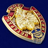 Нагрудный знак Ветеран МЧС России - вид под углом