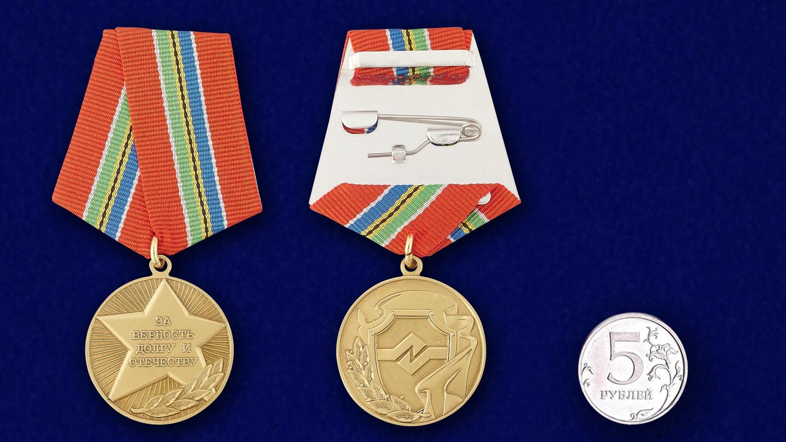 Общественная медаль «За верность долгу и Отечеству» - сравнительный размер