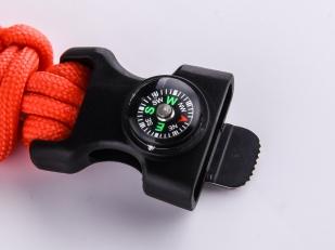 Оранжевый браслет с компасом