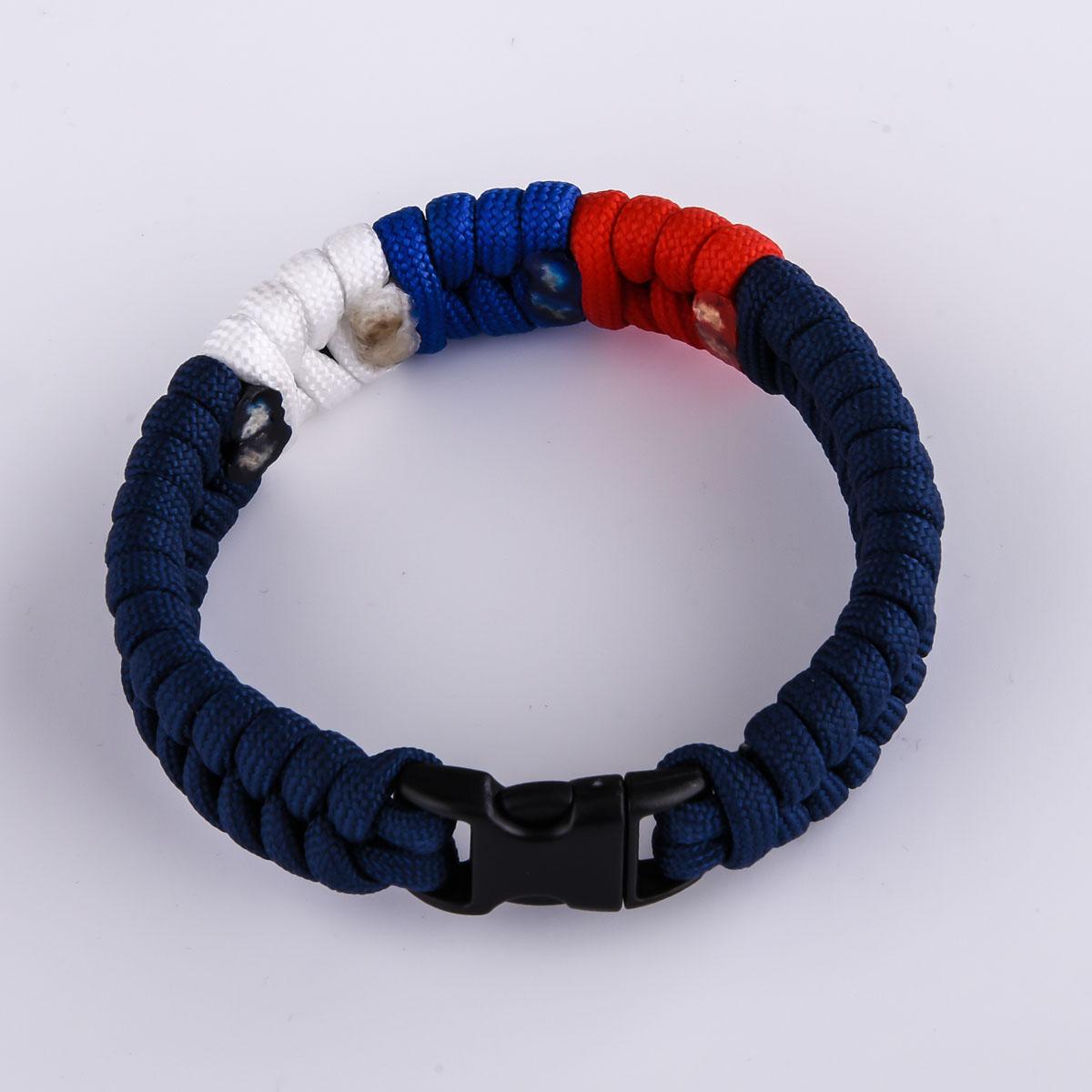 Плетёный браслет из шнура
