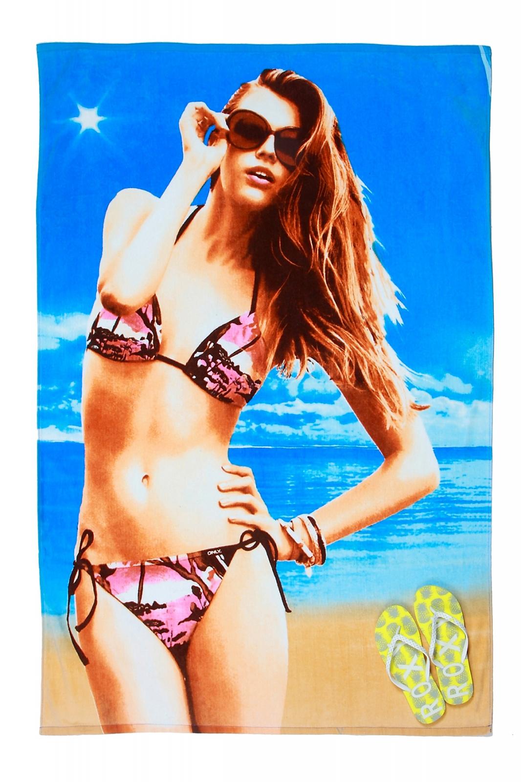 Пляжное полотенце с девушкой доступно для оптовых и розничных заказов