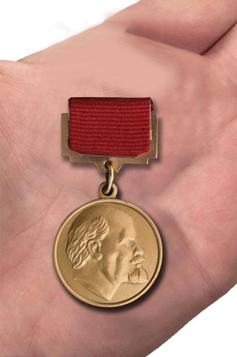Заказать почетный знак лауреата Ленинской премии для реконструкции