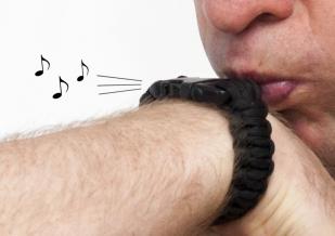Тактический браслет из паракорда черный-свисток