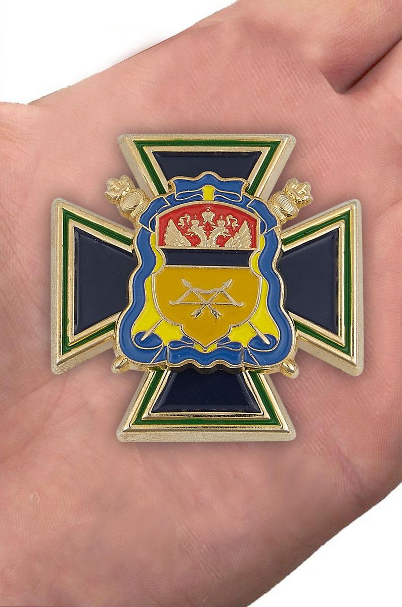 Войсковой крест Оренбургского ВКО «Казачья доблесть» - вид на ладони
