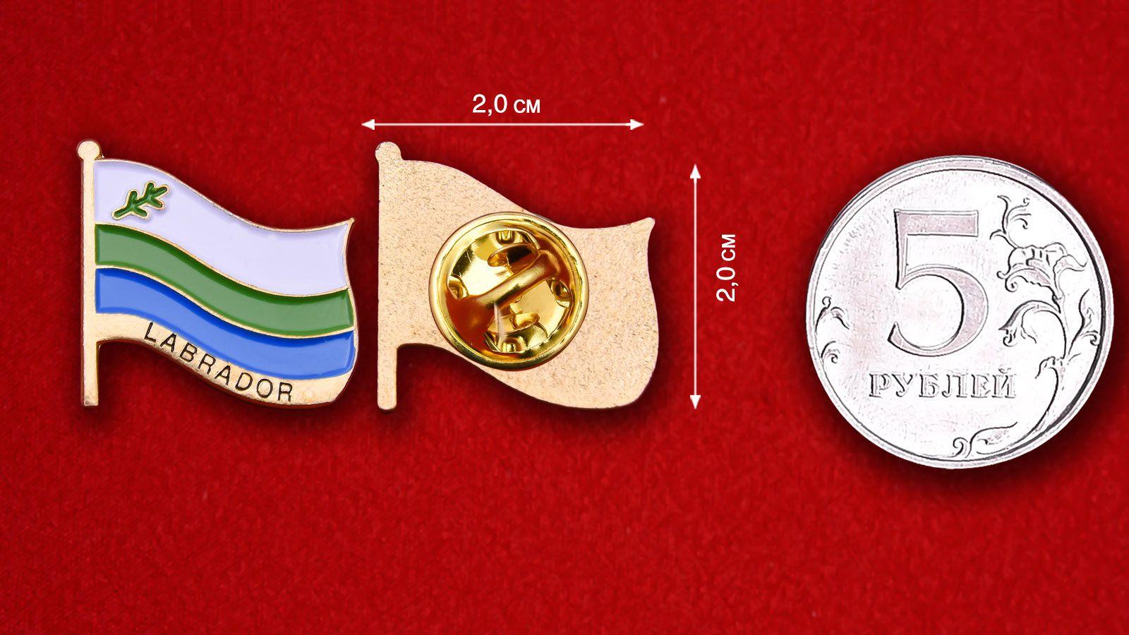 Значок Флага Лабрадора - сравнительный размер