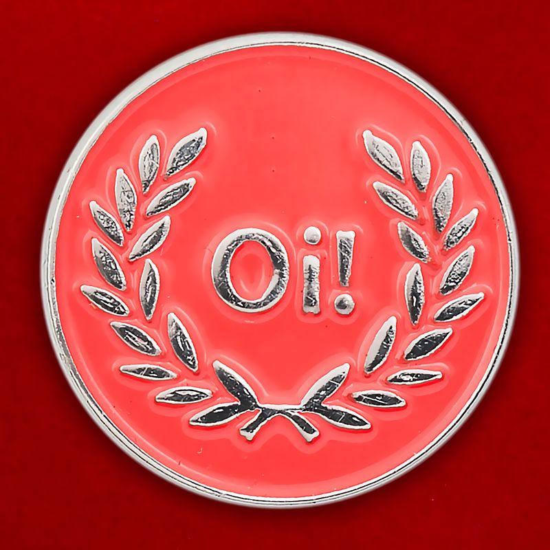 """Значок """"Oi! Laurel"""" красный"""