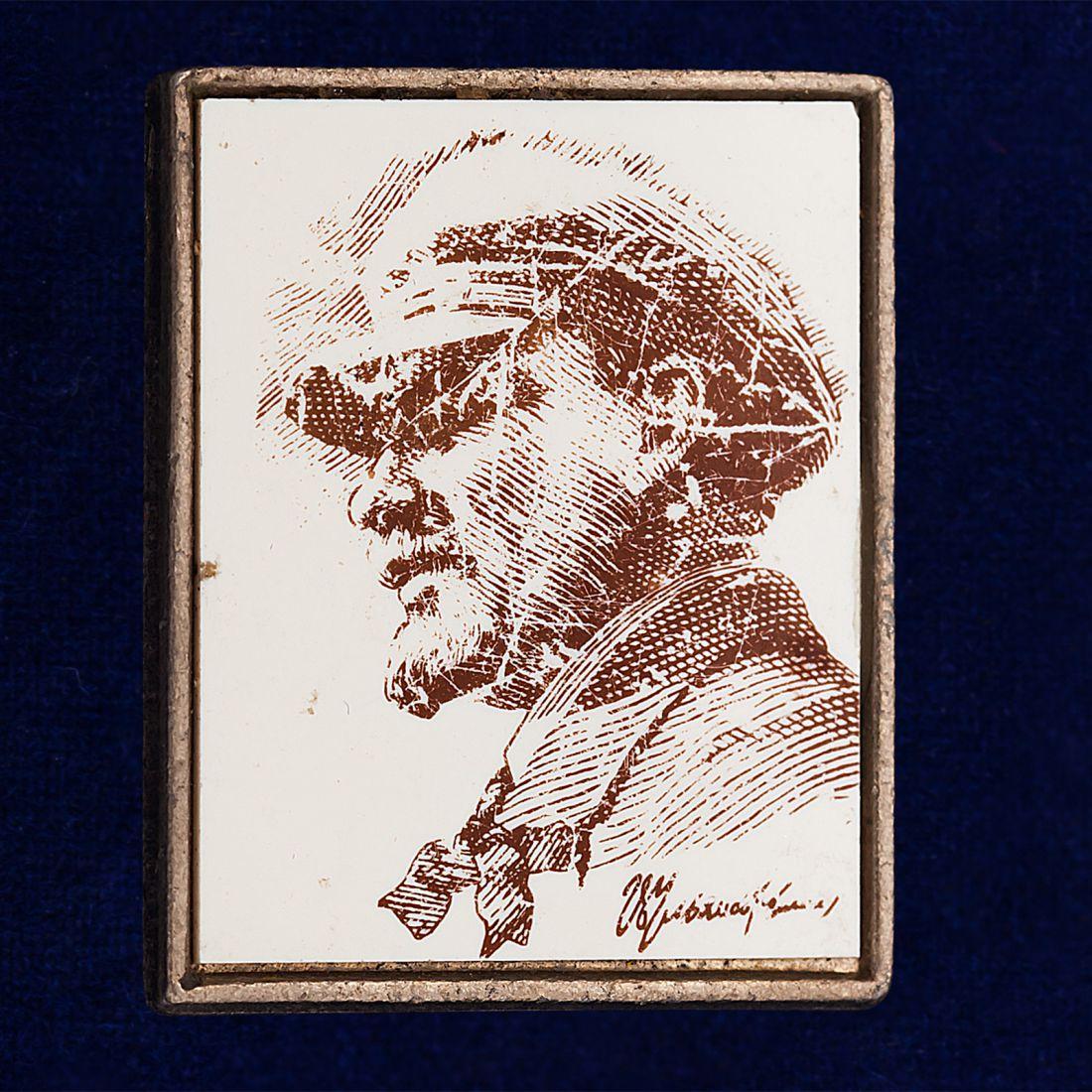 Значок с фотографией Ленина