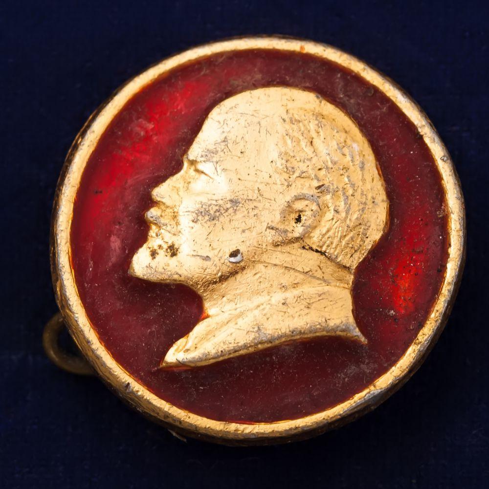 Значок с изображением Ленина