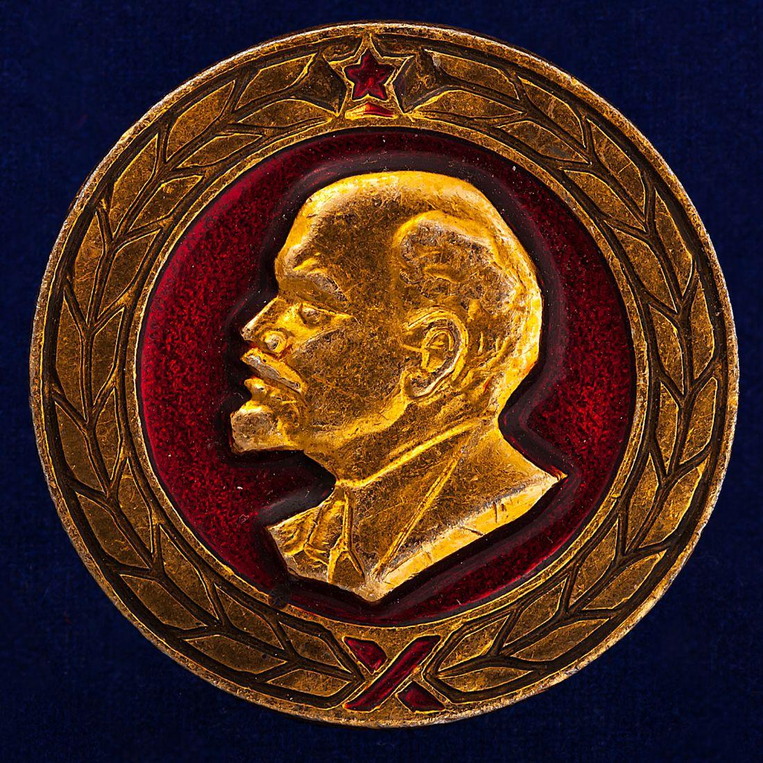 Значок с изображением В. Ленина