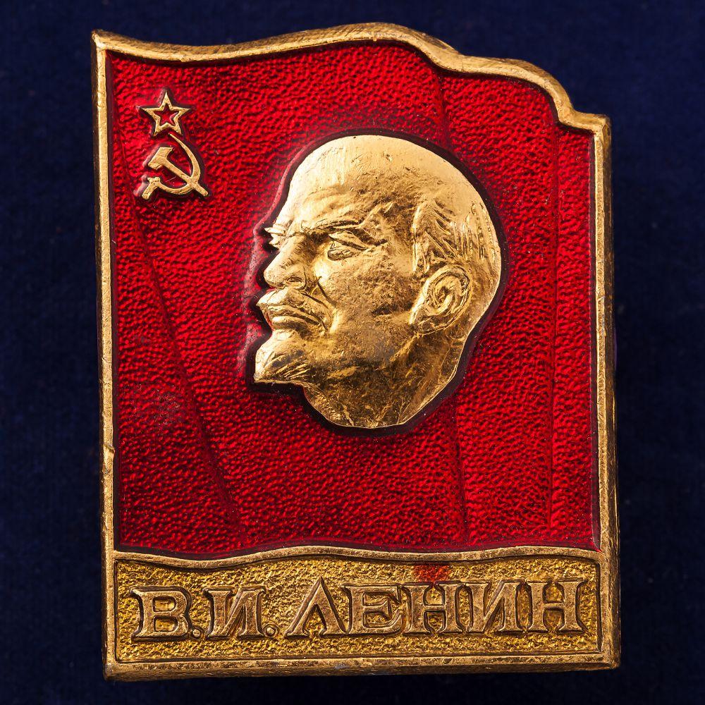 Значок с изображением В.И. Ленина