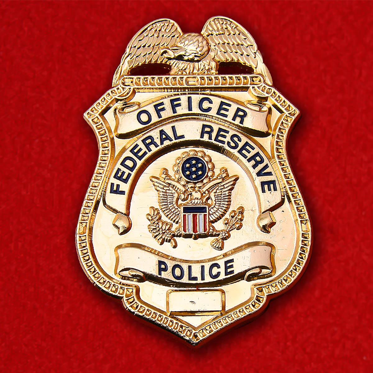 Значок сотрудника полиции в Федеральной Резервной Системе