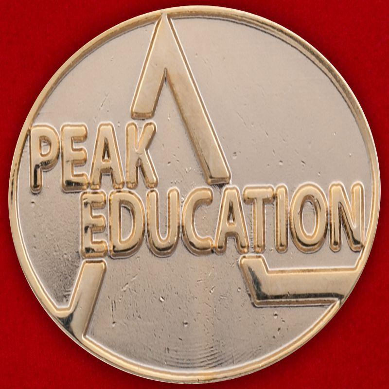 Значок студенческой программы развития Peak Education