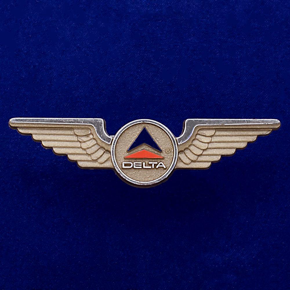 Значок стюардесс Delta Airlines