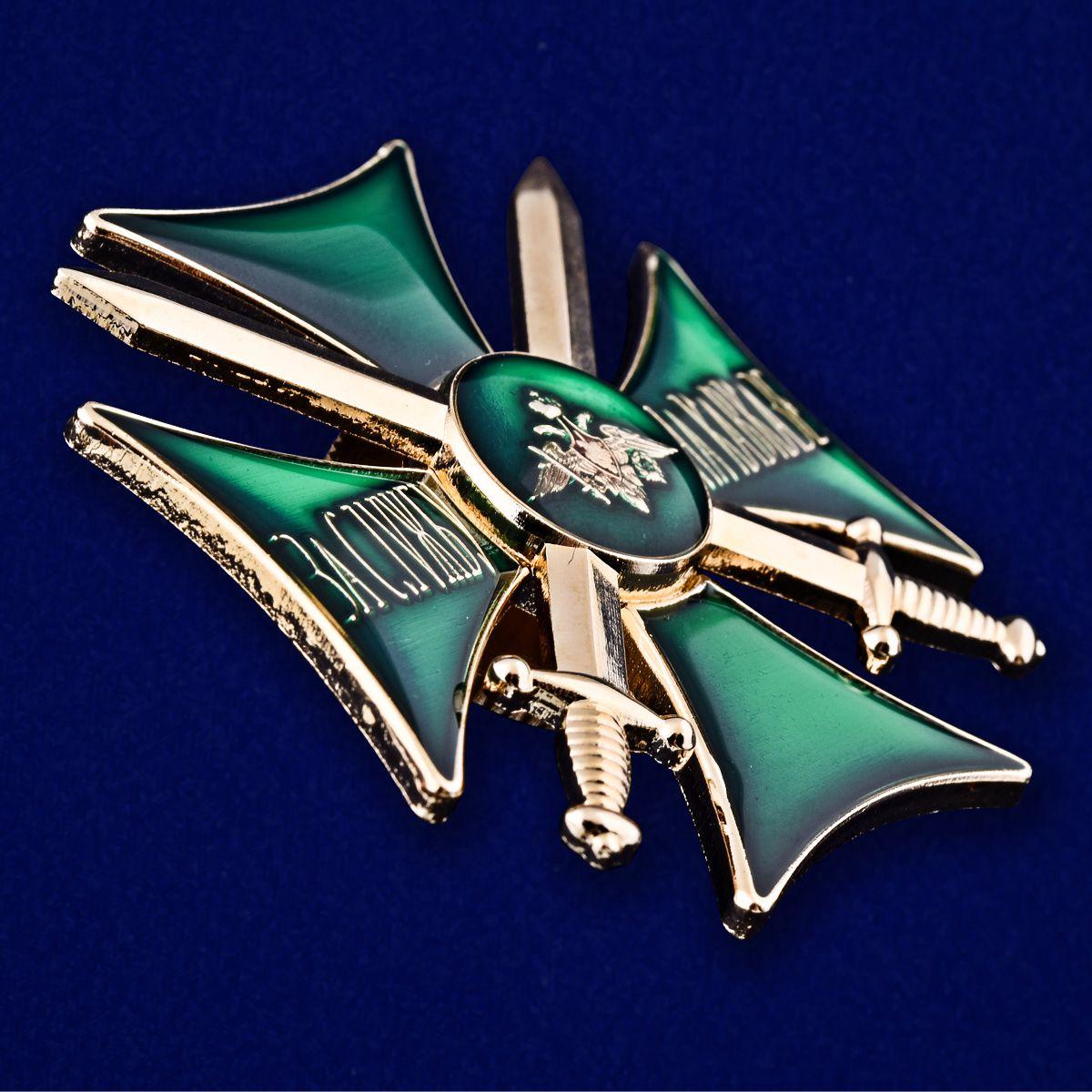 Знак За службу на Кавказе (зелёный) - вид под углом