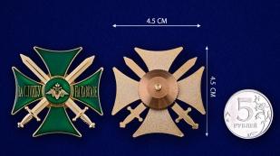 Знак За службу на Кавказе (зелёный) - сравнительный размер