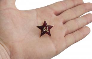 Звезда на пилотку - вид на ладони