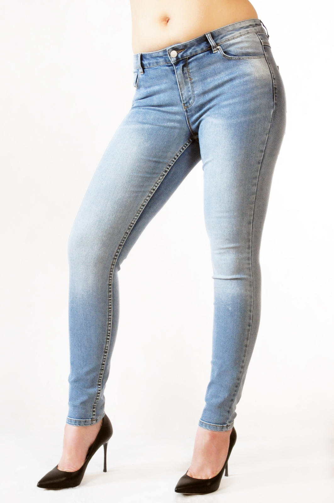 Цена на джинсы в Пскове