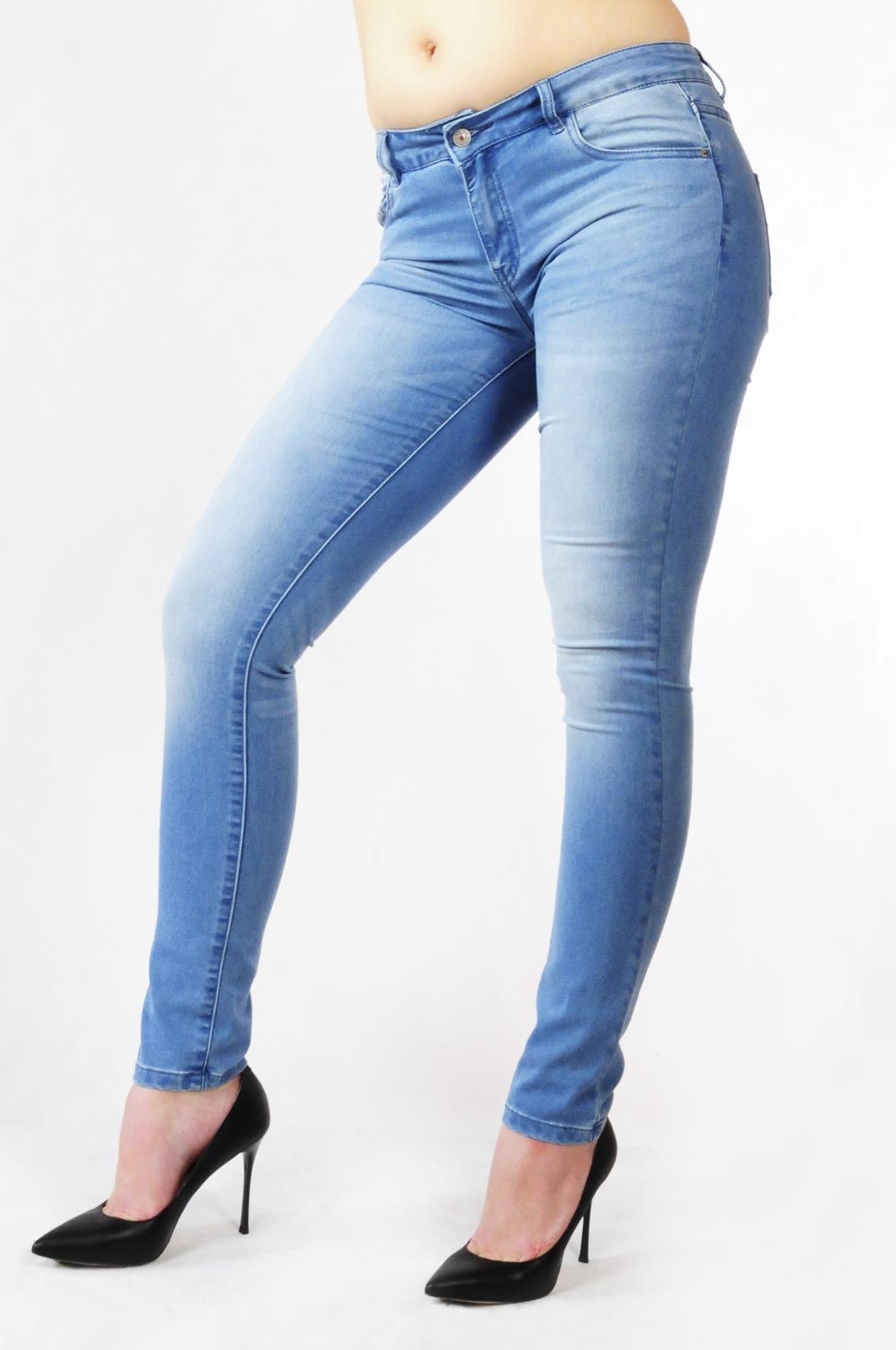 Купить джинсы в Адлере
