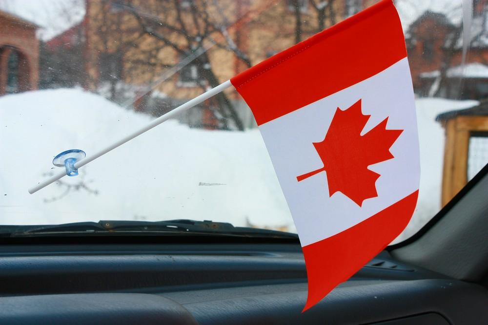 Флаг Канады в машину с присоской по акции