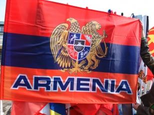 Флаг Республики Армения с гербом