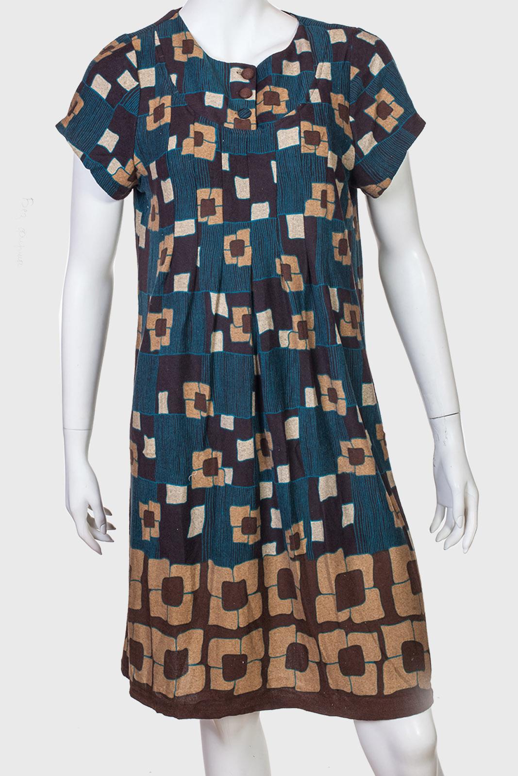 Абстрактное длинное платье с коротким рукавом