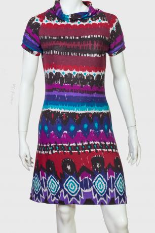 Абстрактное женское платье выше колена с коротким рукавом