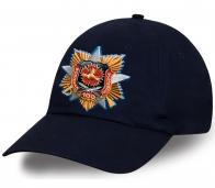 Актуальная кепка из хлопка с принтом авторской награды к 100 летию Военной разведки с красной гвоздикой и трехпламенной гренадой. Такого Вы не встретите нигде!