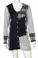 Асимметрично украшенное платье со вставками на пуговицах