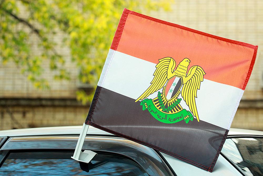 Автомобильный флаг Сирии с гербом