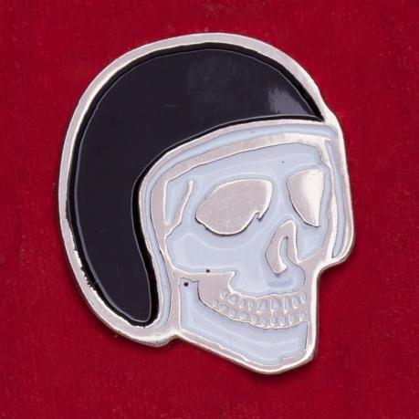 """Байкерский значок от Iron & Resin """"Череп в шлеме"""""""